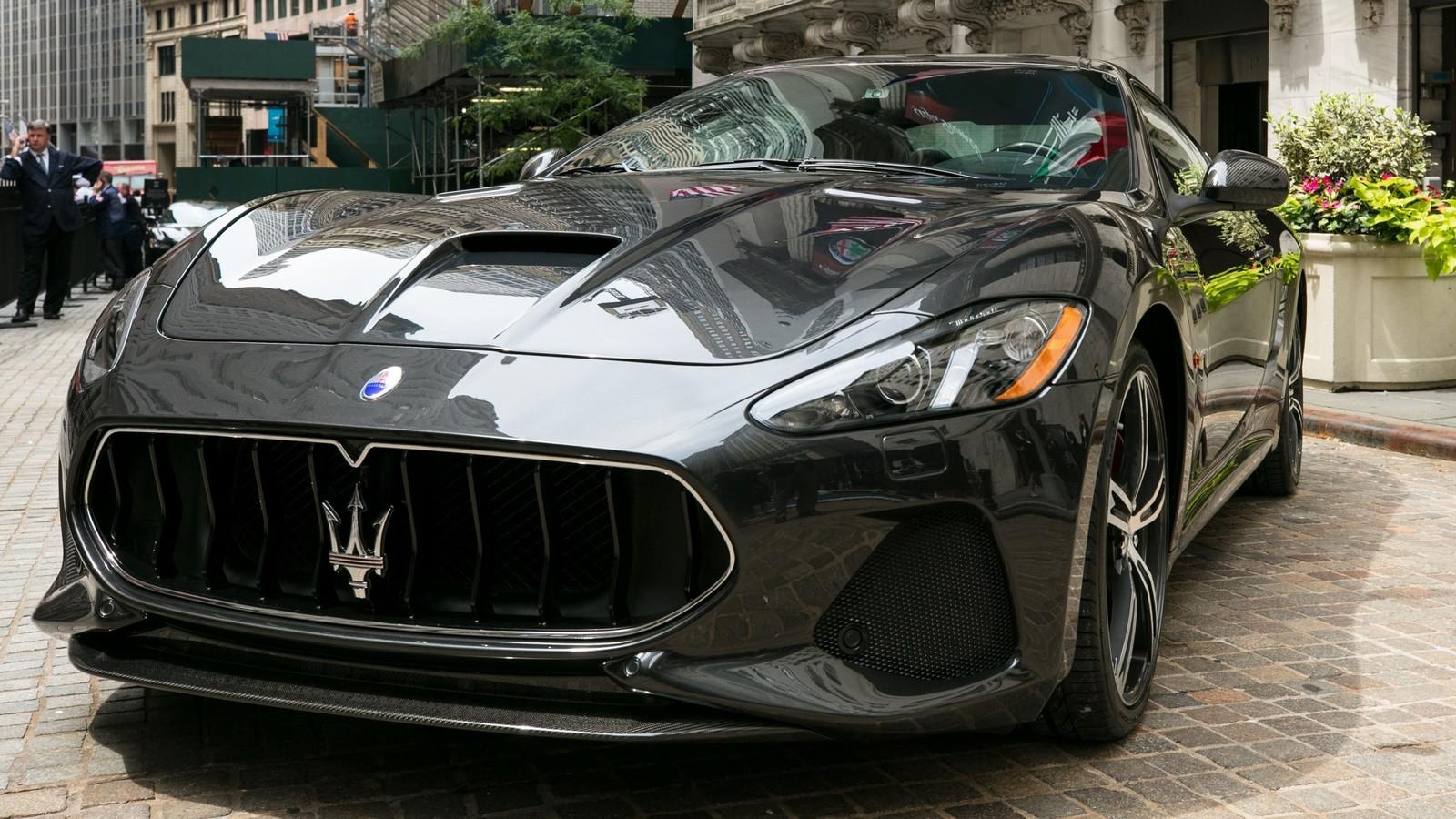 Medium-12743-MaseratiGranTurismoMCMY18atNewYorkStockExchange20171_cr