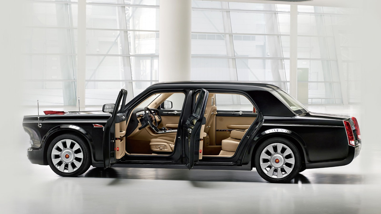 Hongqi L5 планировался как автомобиль, который смогут купить все желающие. Два года назад один был приобретён китайским бизнесменом. Но объёмы продаж крайне малы из-за цены в 5 миллионов юаней