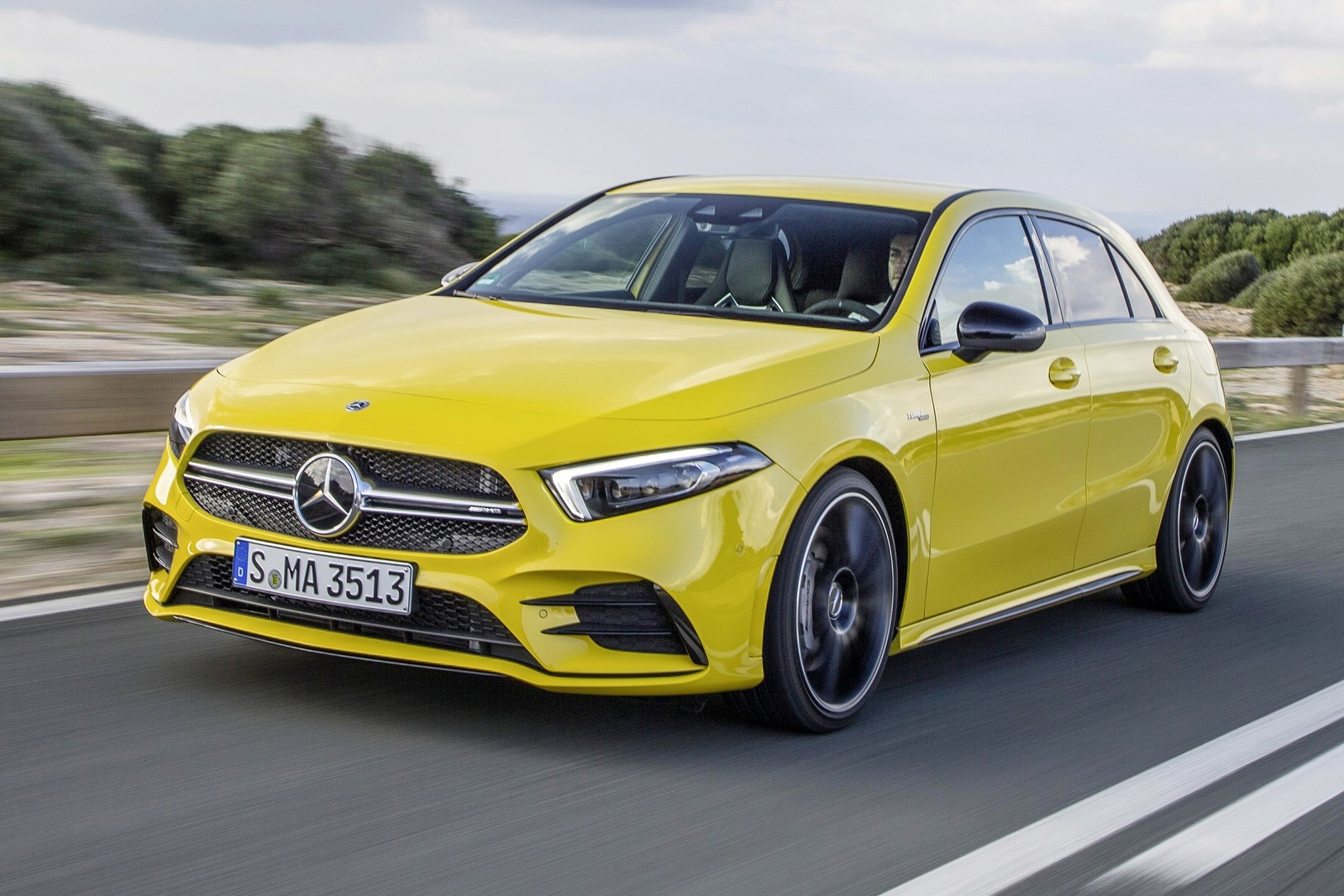 Mercedes-AMG A 35 4MATIC: Neuer Einstieg in die Welt der Driving Performance Mercedes-AMG A 35 4MATIC: New entry-level model opens up the world of driving performance