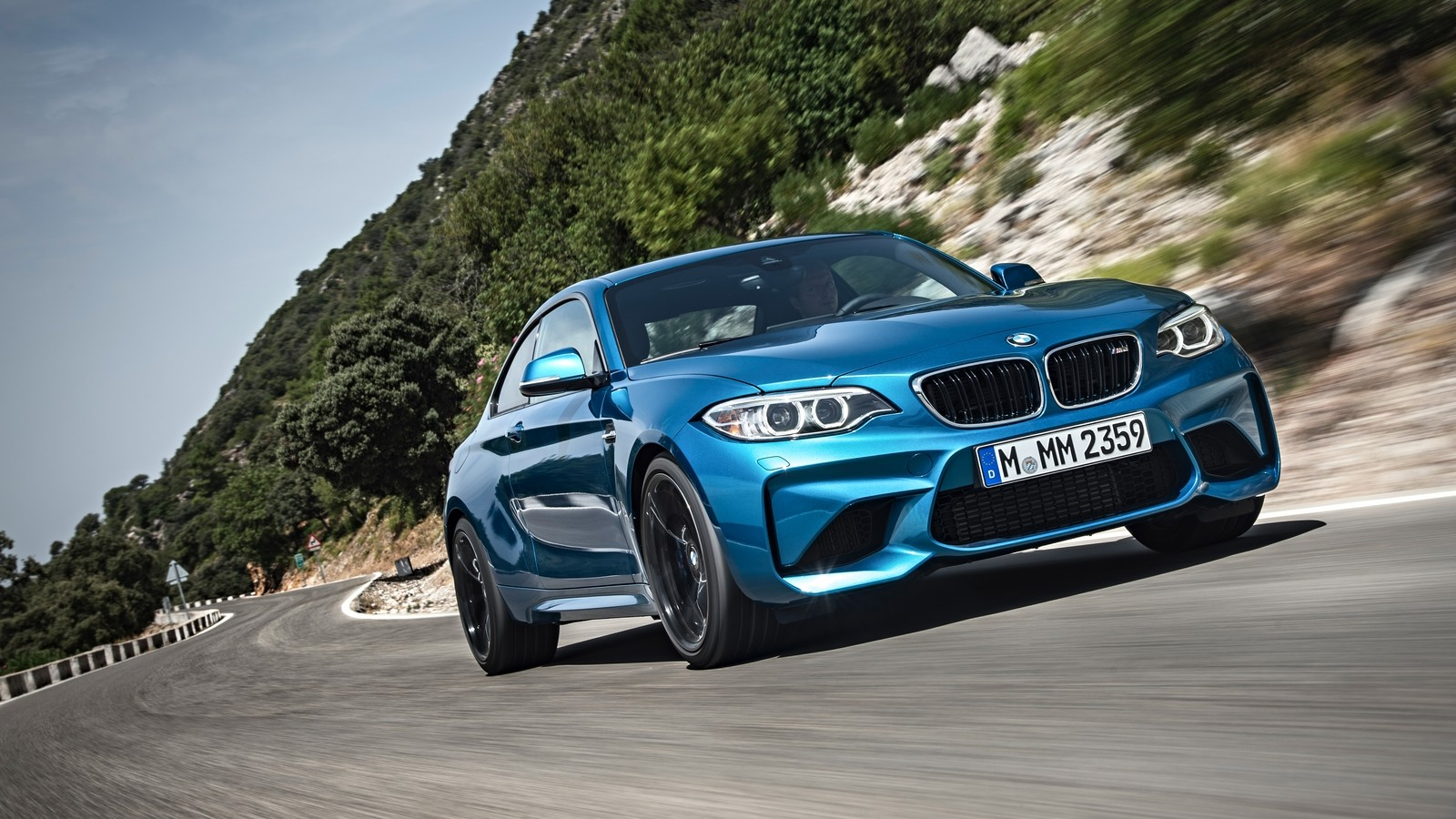 P90199675_highRes_the-new-bmw-m2-coupe