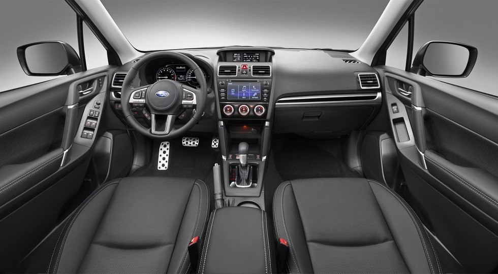 На фото: интерьер нынешнего Subaru Forester