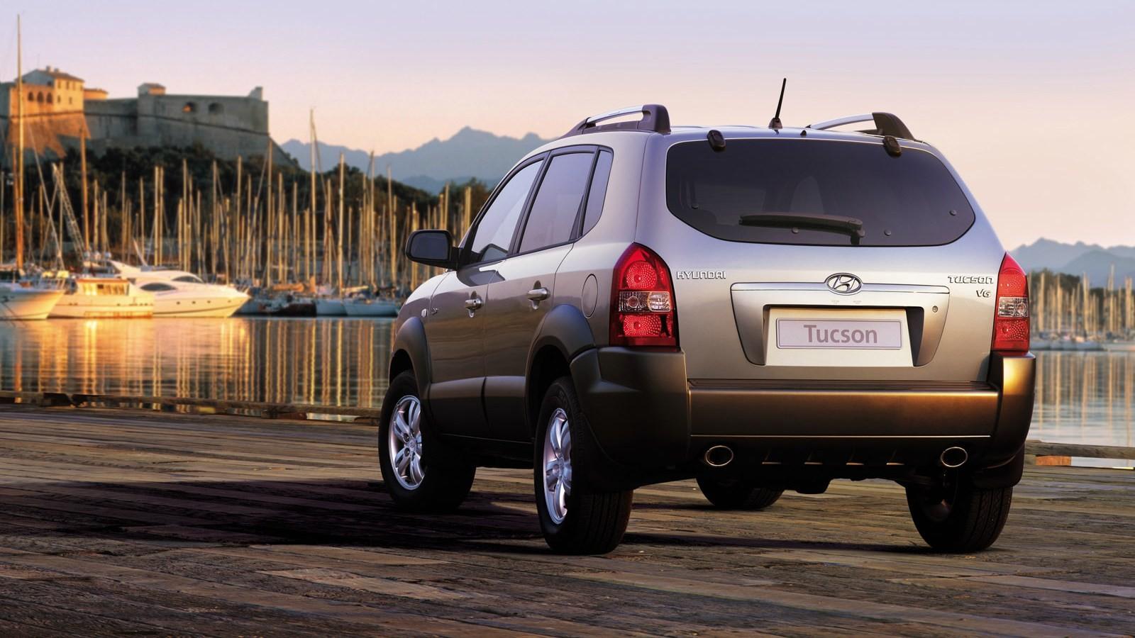 Hyundai Tucson '2004–09 сзади