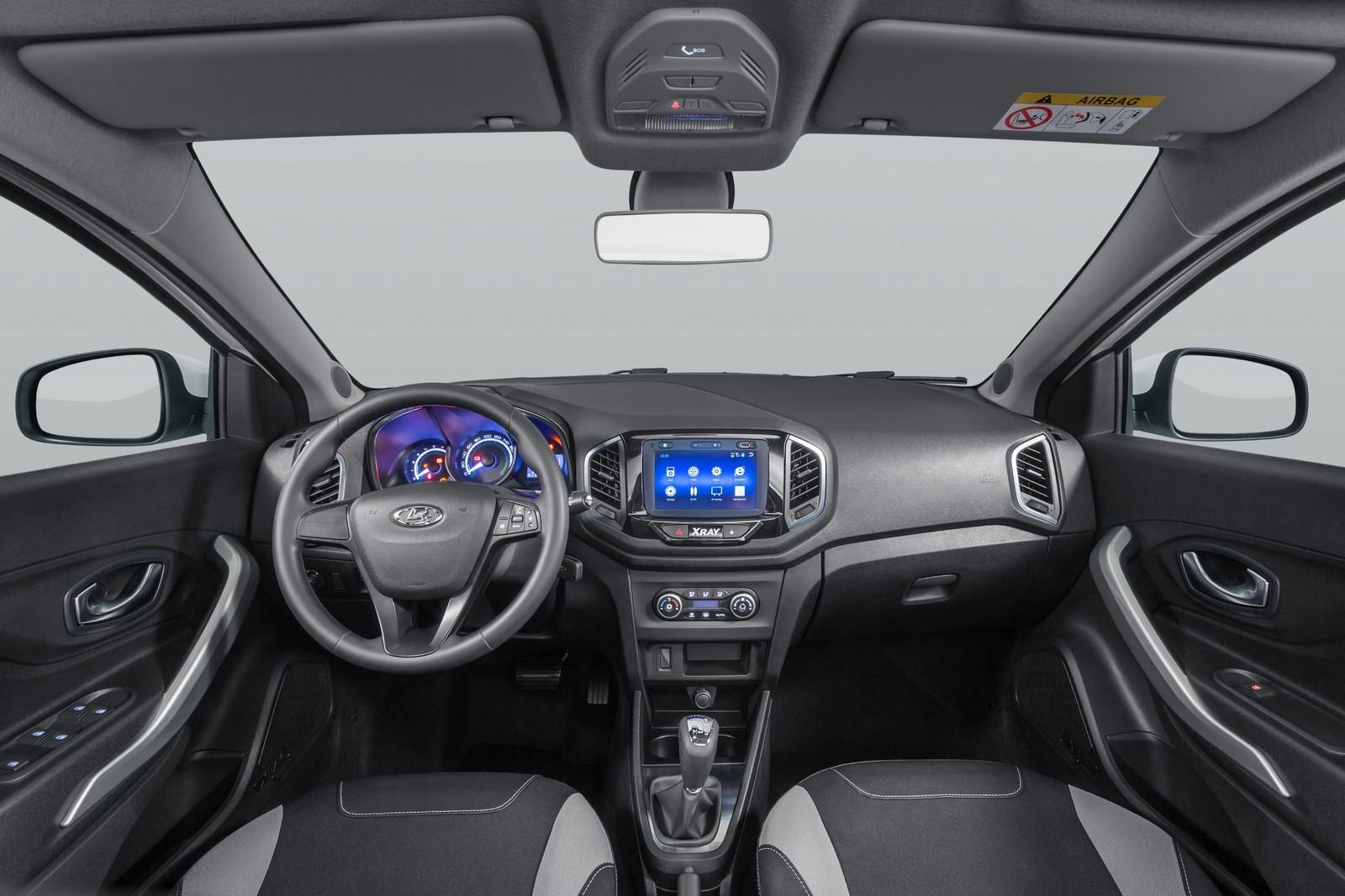 Продажи Lada Xray стали падать ещё сильнее – в чём причина?