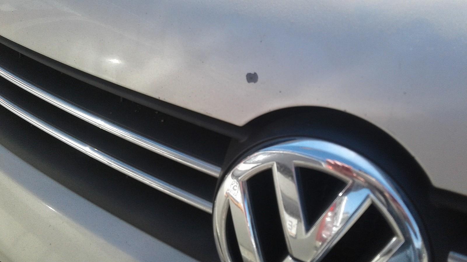 Volkswagen Polo Sedan капот эмблема