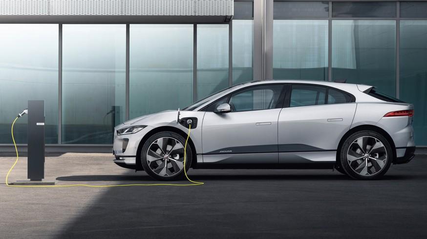 Пока не до «розетки»: компания Jaguar отложила выпуск «зелёного» флагмана XJ