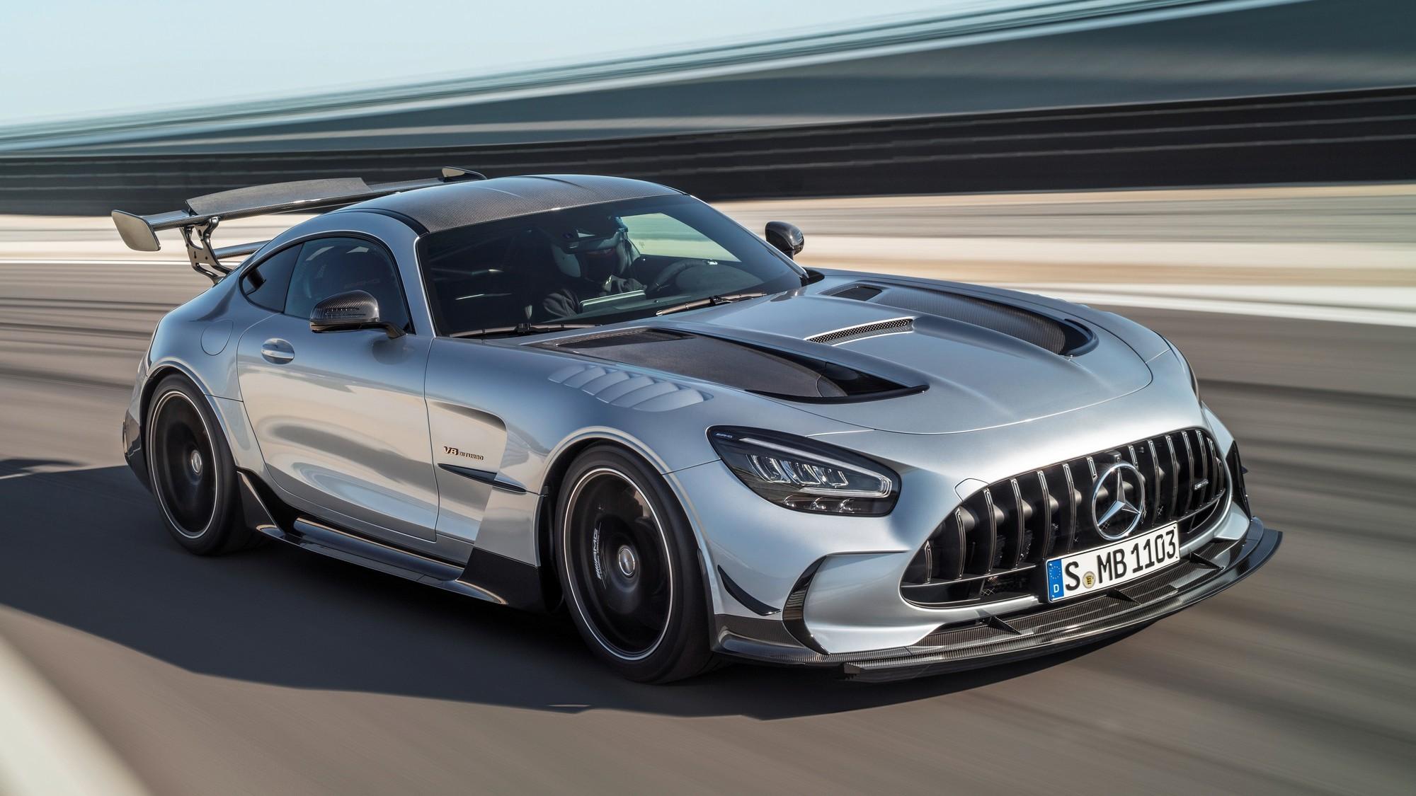Двухместный Mercedes-AMG GT уходит в отставку, конкурента Porsche 911 из него не вышло