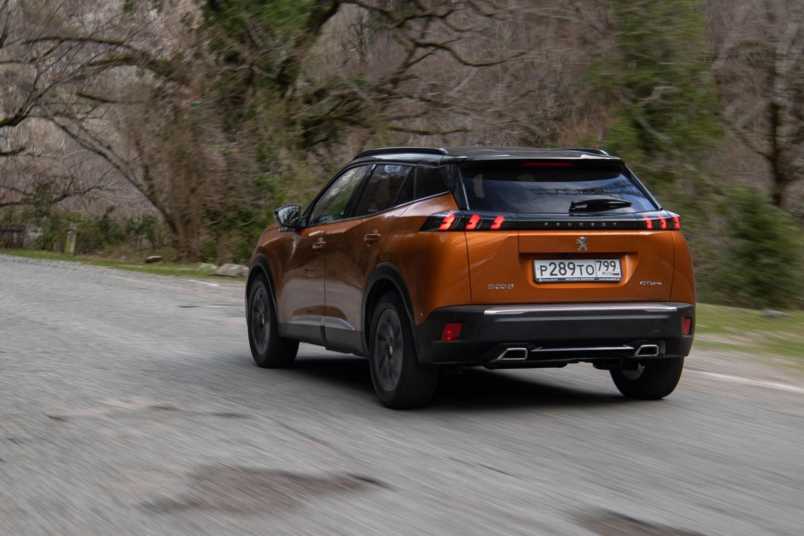 Клиренс 200 мм и коробка для «третьих стран»: первый тест нового Peugeot 2008
