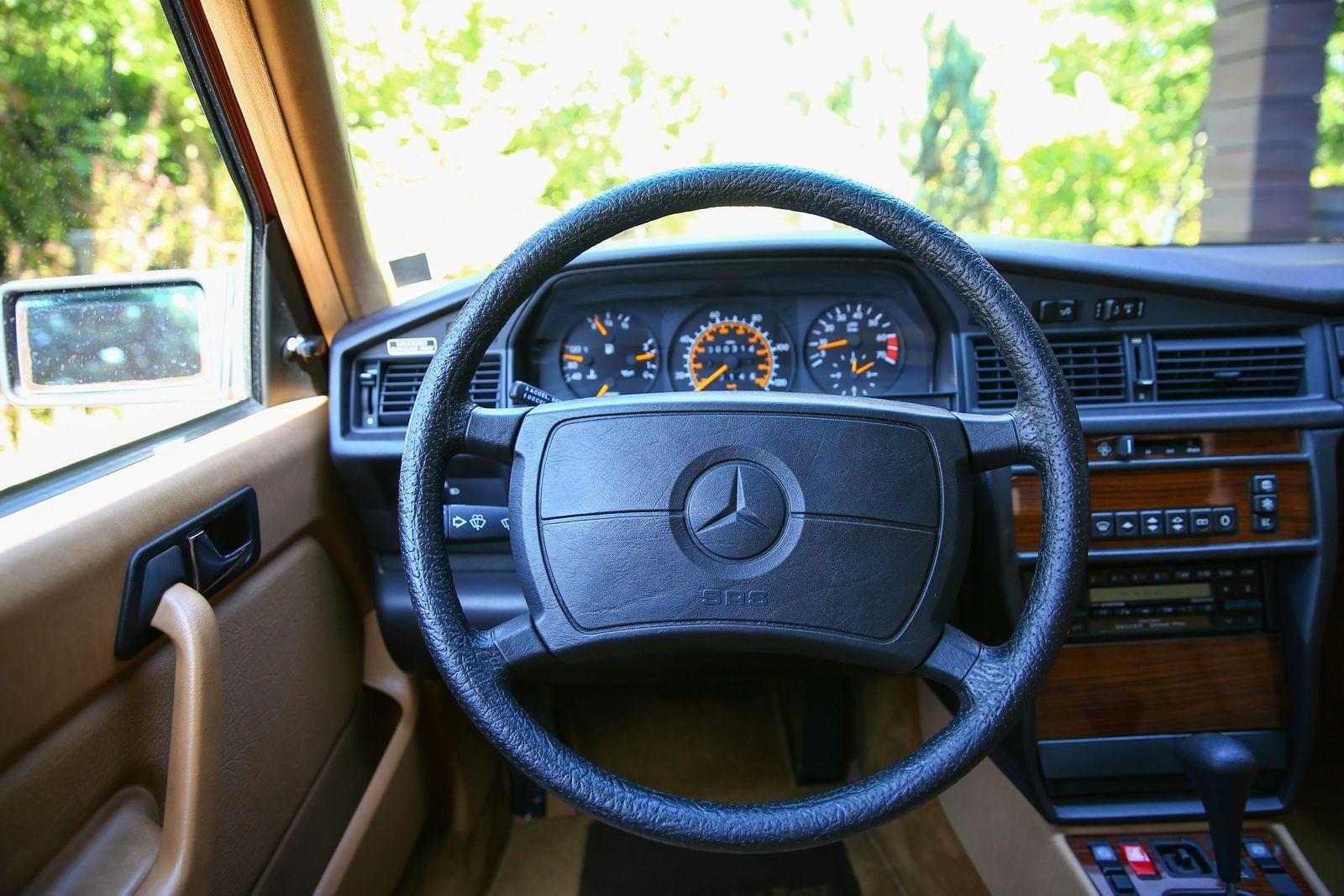 Через океан и обратно: тест-драйв Mercedes-Benz 190E с пробегом 505 километров