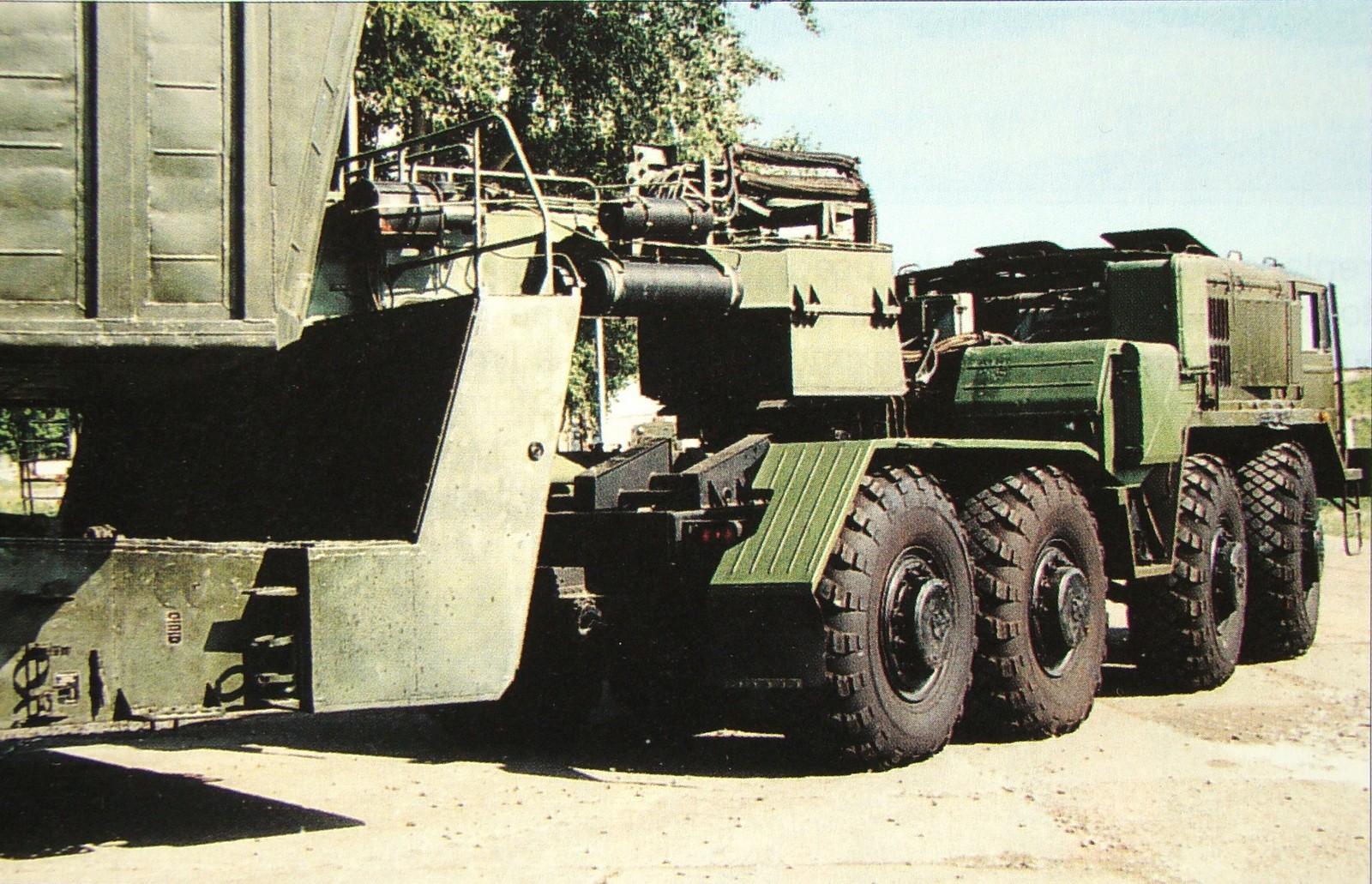 МАЗ-537Е с комплексом средств для привода узлов полуприцепных систем