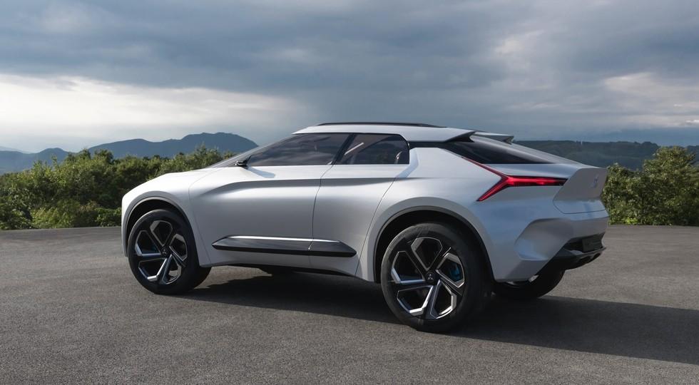 На фото: концепт Mitsubishi e-Evolution. Дизайн нового Lancer могут выполнить по мотивам этого прототипа