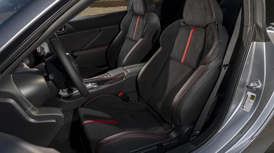 Subaru BRZ нового поколения: 231-сильный мотор и виртуальная «приборка»