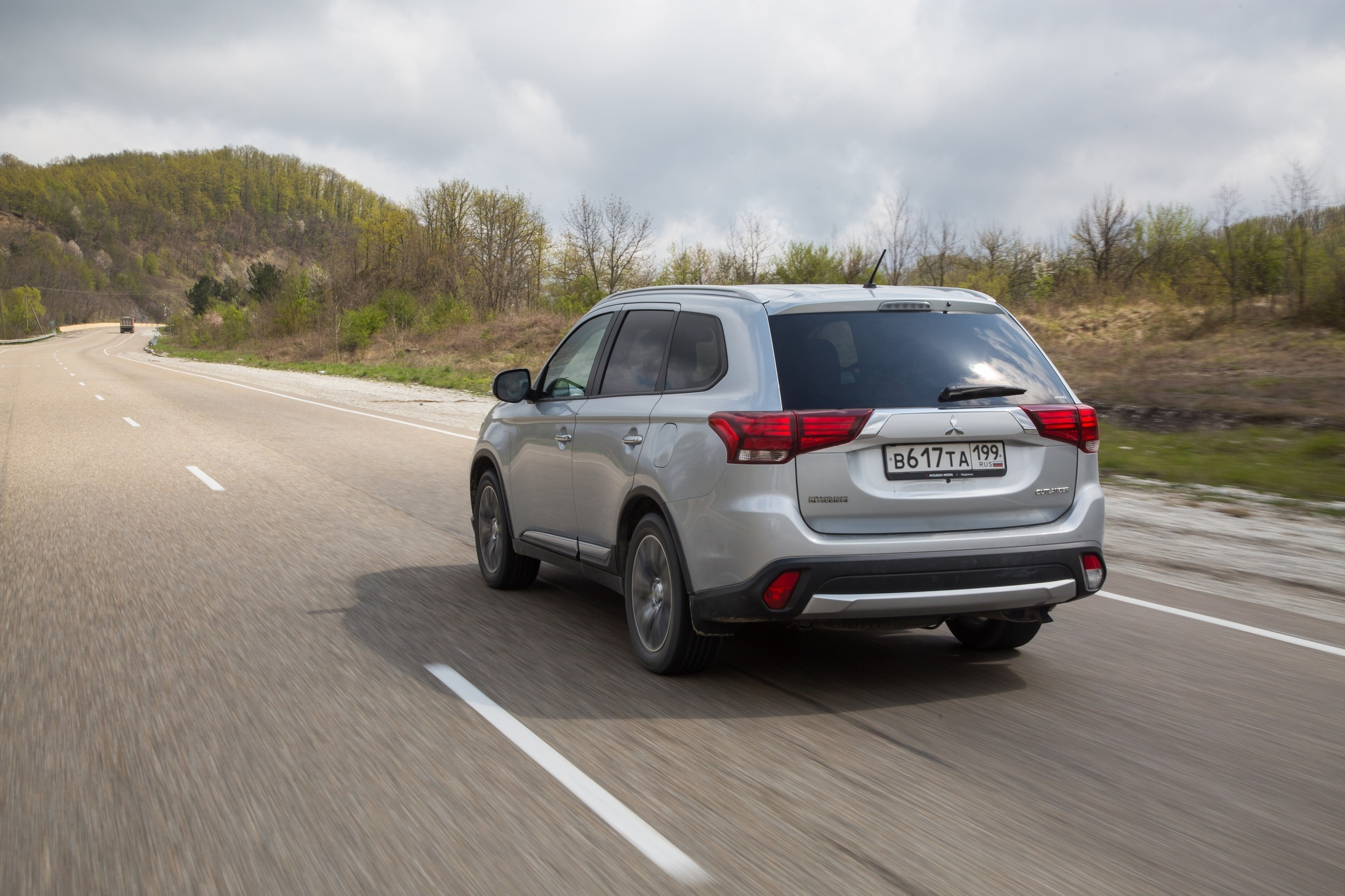 Mitsubishi_Outlander_MY2016_Car_040