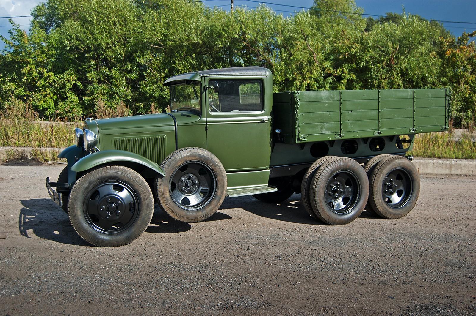 Три моста, 12 колёс: тест-драйв ГАЗ-ААА 1937 года