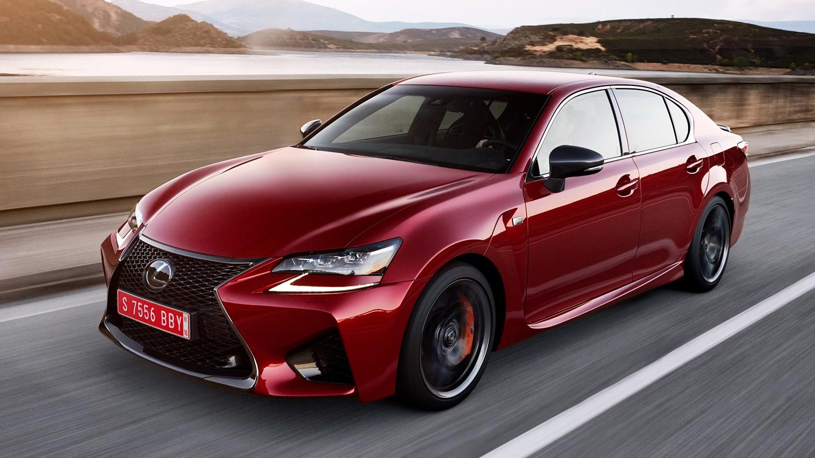 На фото: Lexus GS F — единственная модификация GS, которую можно купить в РФ. Цена на 477-сильный седан начинается от 6 445 000 рублей