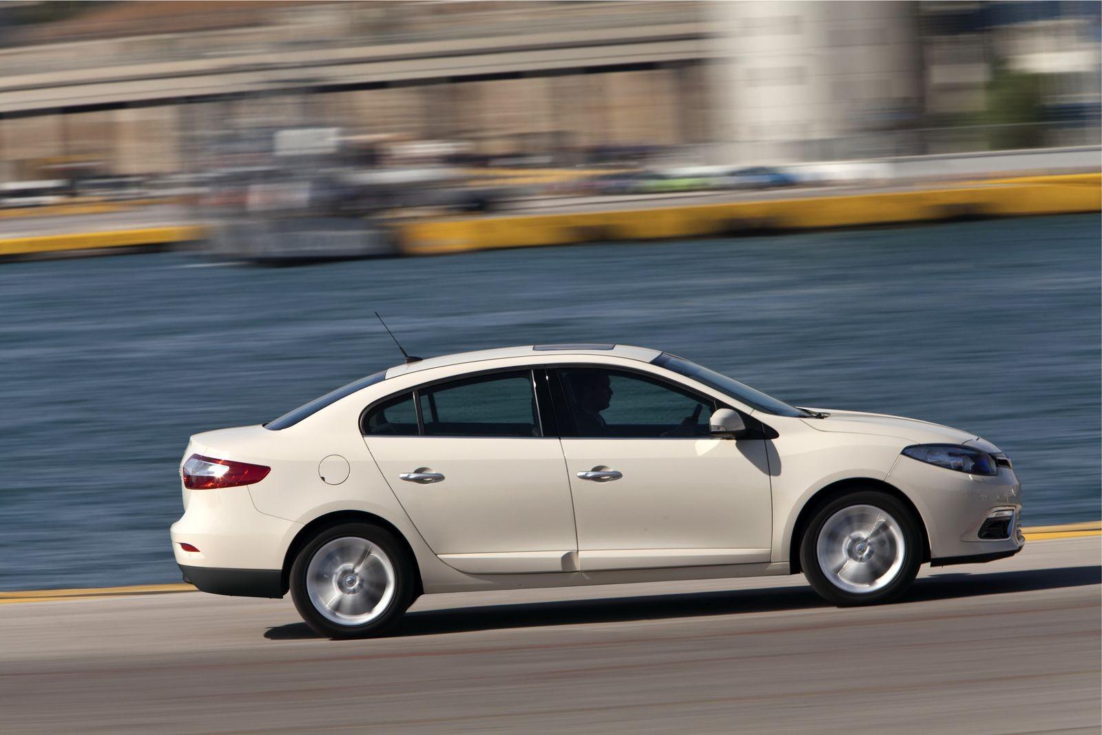 Почти D-класс, недорого: стоит ли покупать Renault Fluence за 500 тысяч рублей