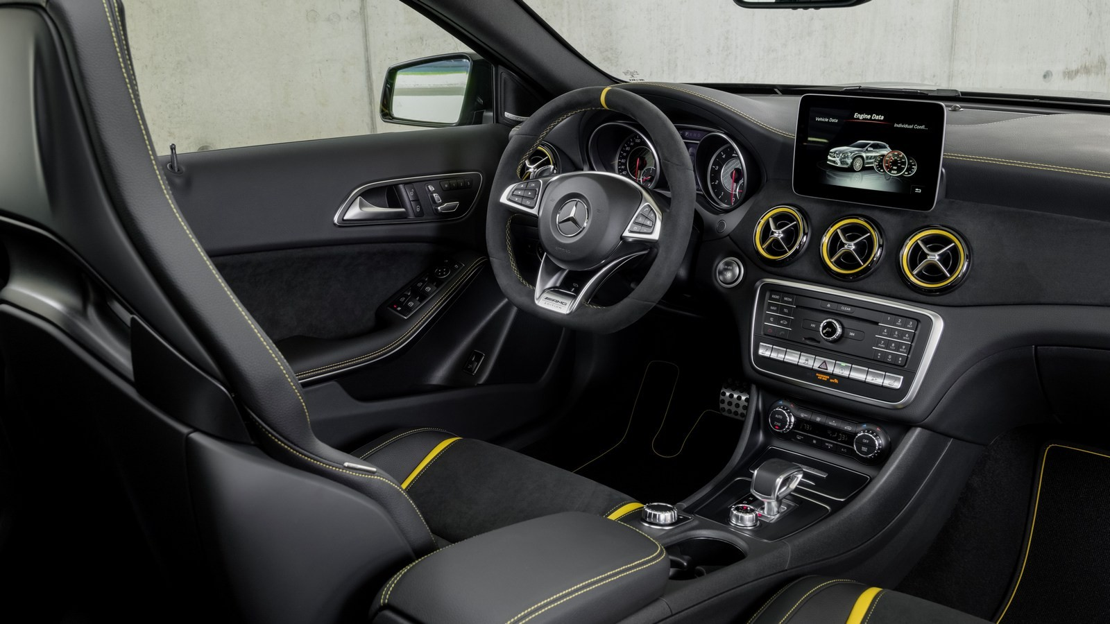 Mercedes-Benz GLA 45 AMG 4Matic Yellow Night
