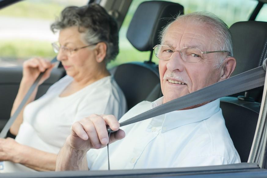 Вопрос возраста: пожилых водителей хотят заставить чаще получать медсправки