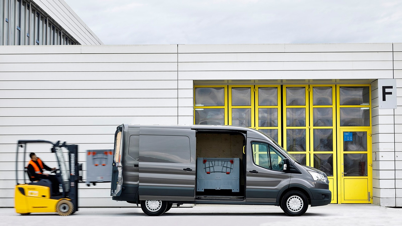 Ford-Transit_loading