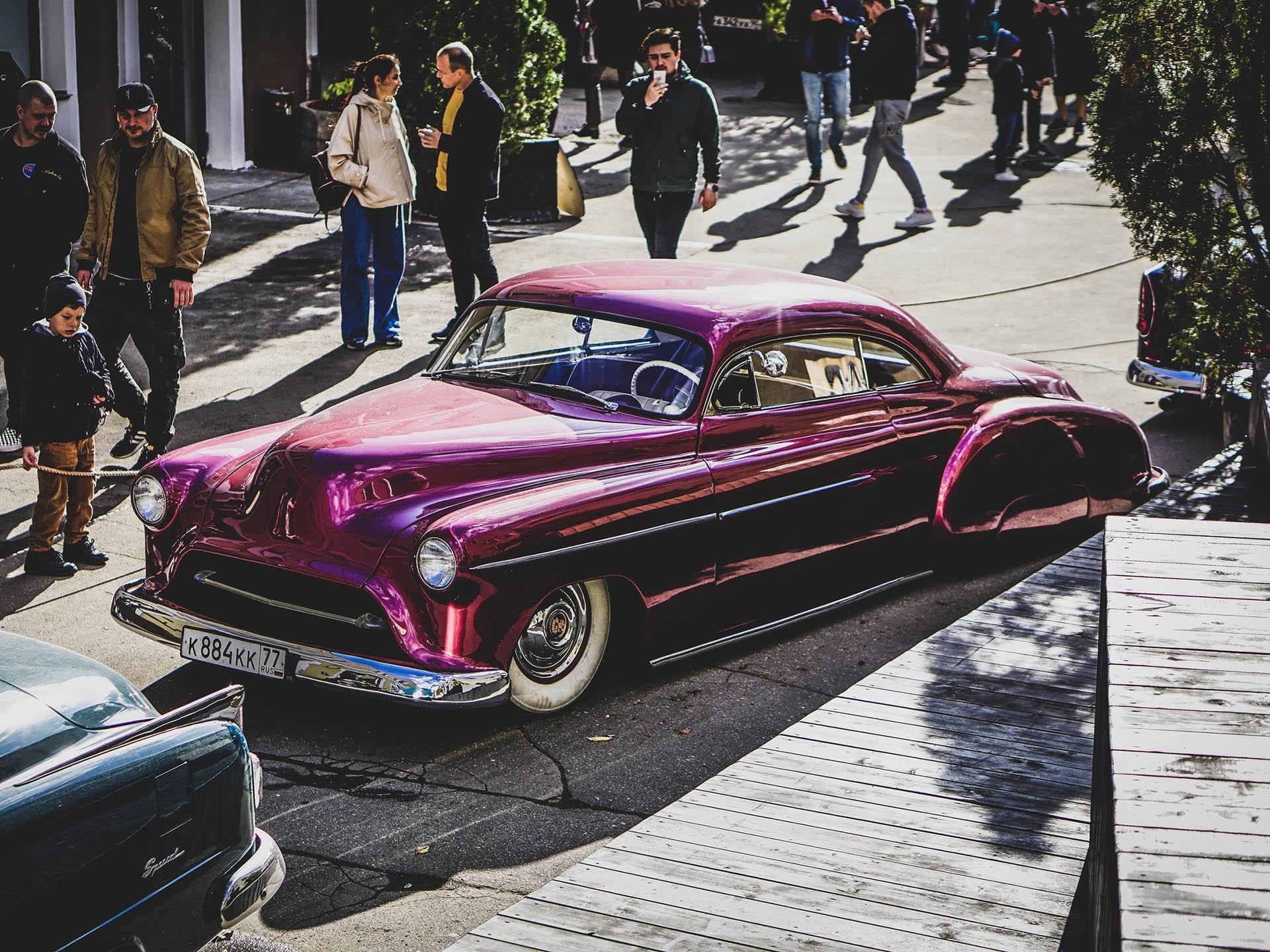 Выставка классических и кастомных автомобилей Wheels & Chains 2021