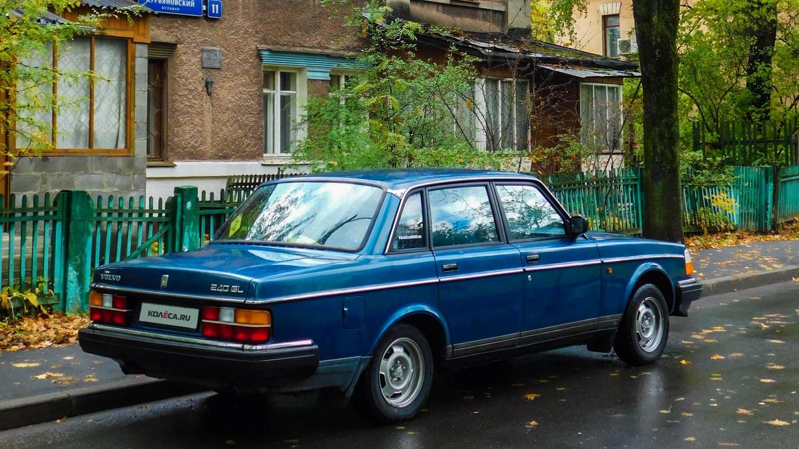 Volvo 240 синяя сзади (2)