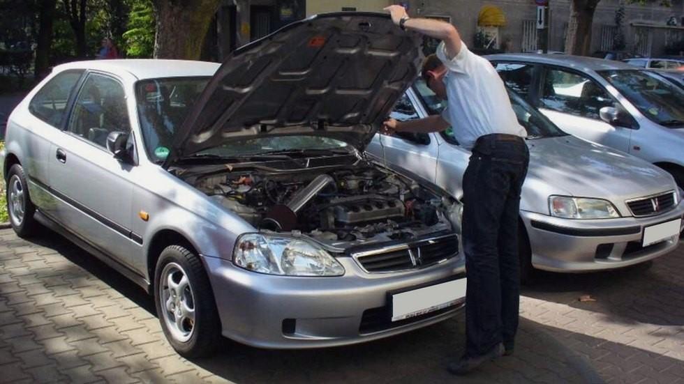 Во время осмотра машины, которую продаёт «перекуп», лучше всего доверять своим глазам, а не ушам