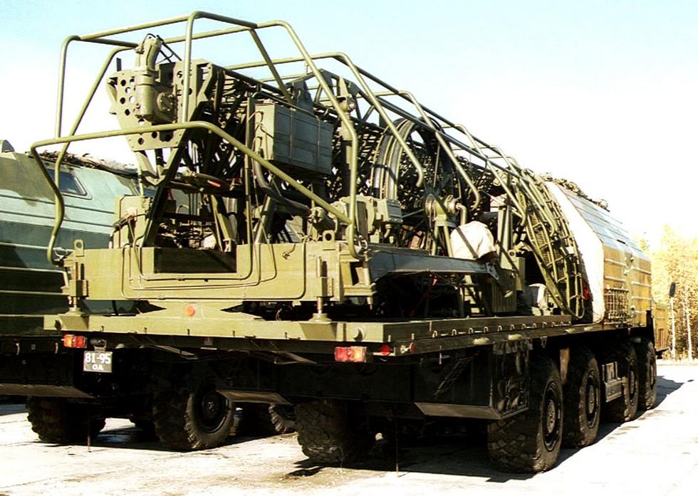 Машина связи МС-2 в транспортном положении со сложенной антенной радиостанции «Торф-2»