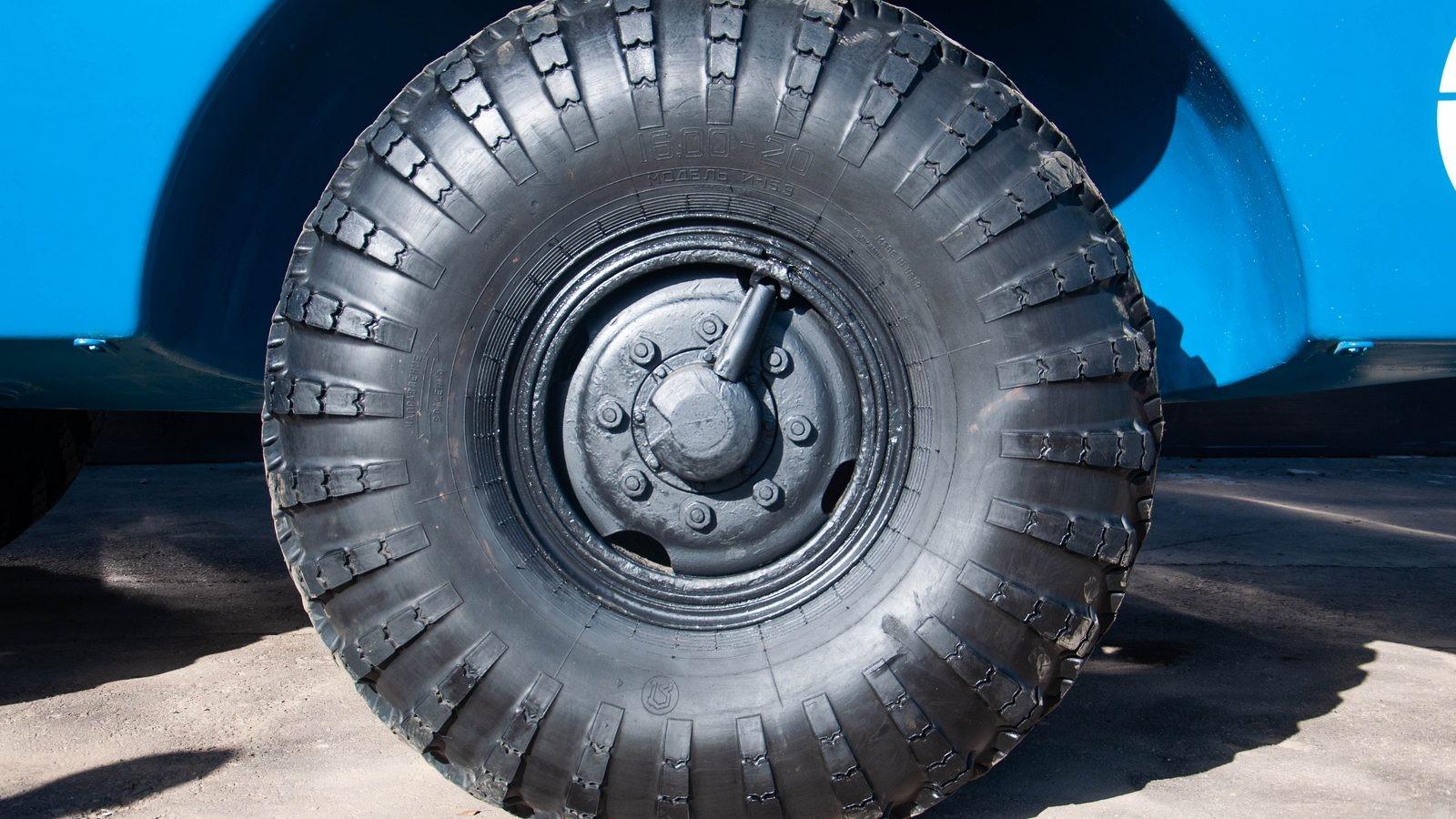 ЗИЛ-49061 Синяя Птица колесо