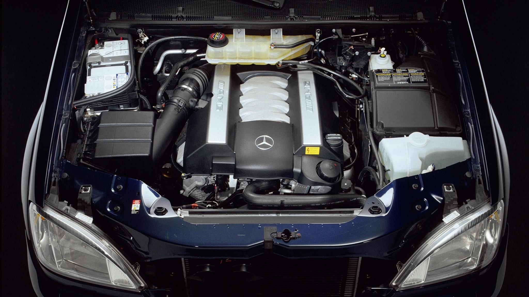 На фото: Под капотом Mercedes-Benz ML 55 AMG EU-spec (W163)'2000–03