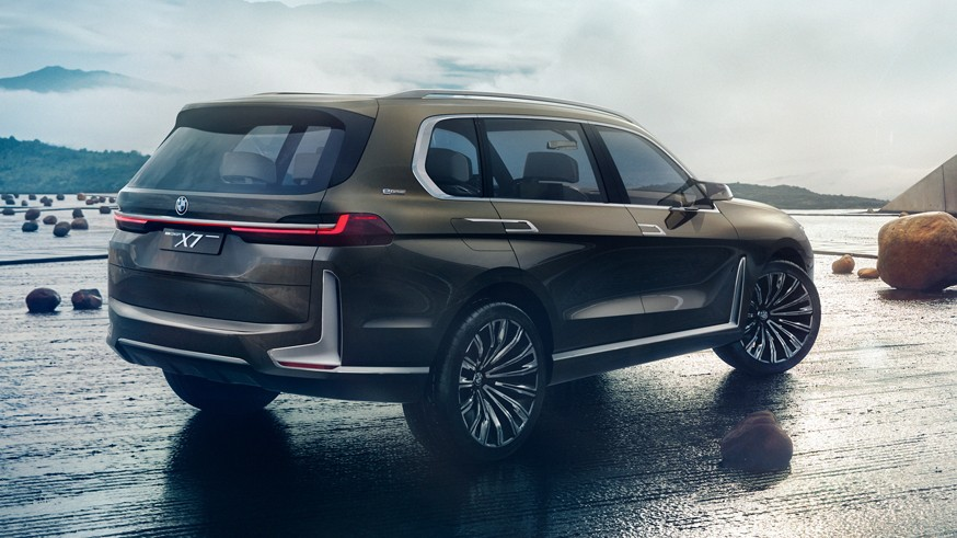 Кроссовер X8 M будет самостоятельной моделью, а не купеобразной версией BMW X7