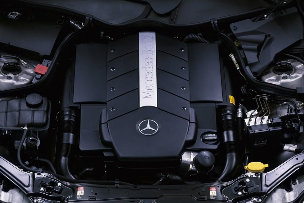 Под капотом Mercedes-Benz CLK 500 (C209) '2002–05