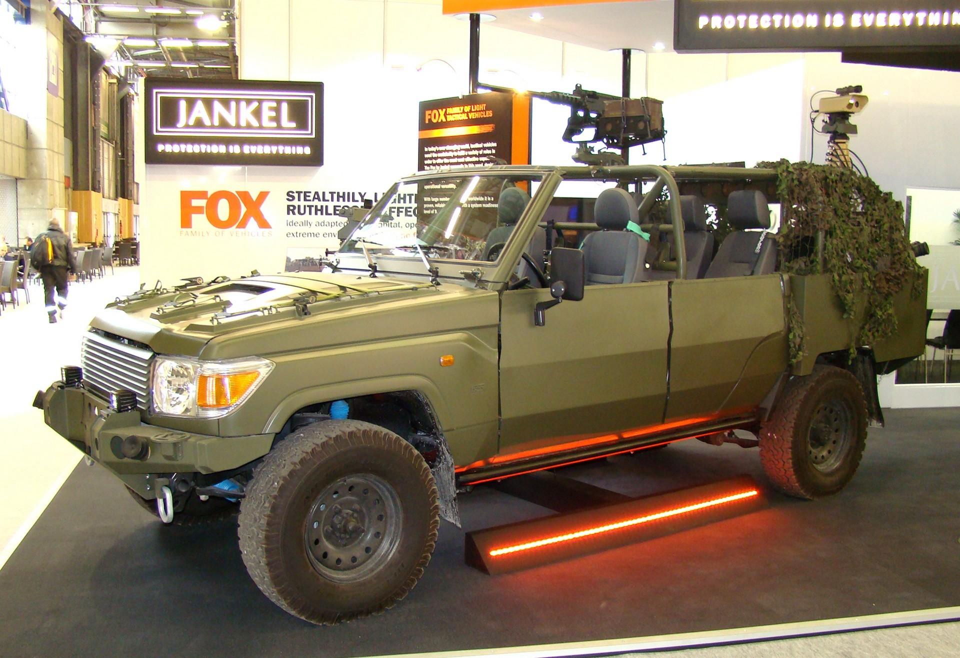 Английская быстроходная машина Jankel Fox на базе внедорожника Toyota