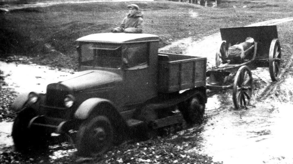 Испытания полугусеничного артиллерийского тягача «АМО-Сомуа»