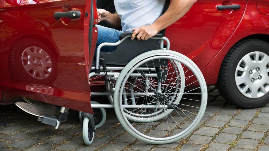 Чтобы не было проблем с парковками: регистрацию машин для инвалидов упростят