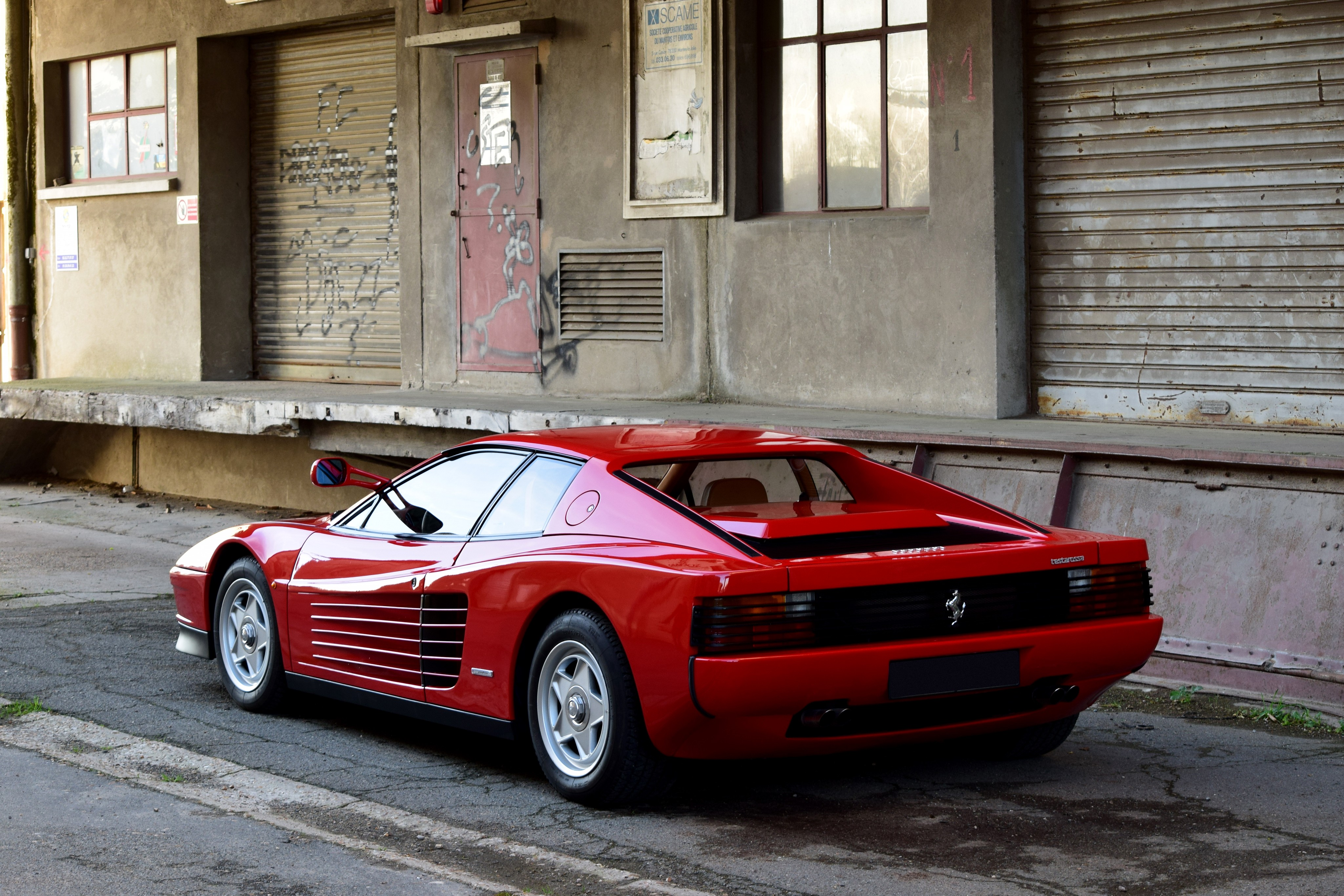 На фото: Ferrari Testarossa