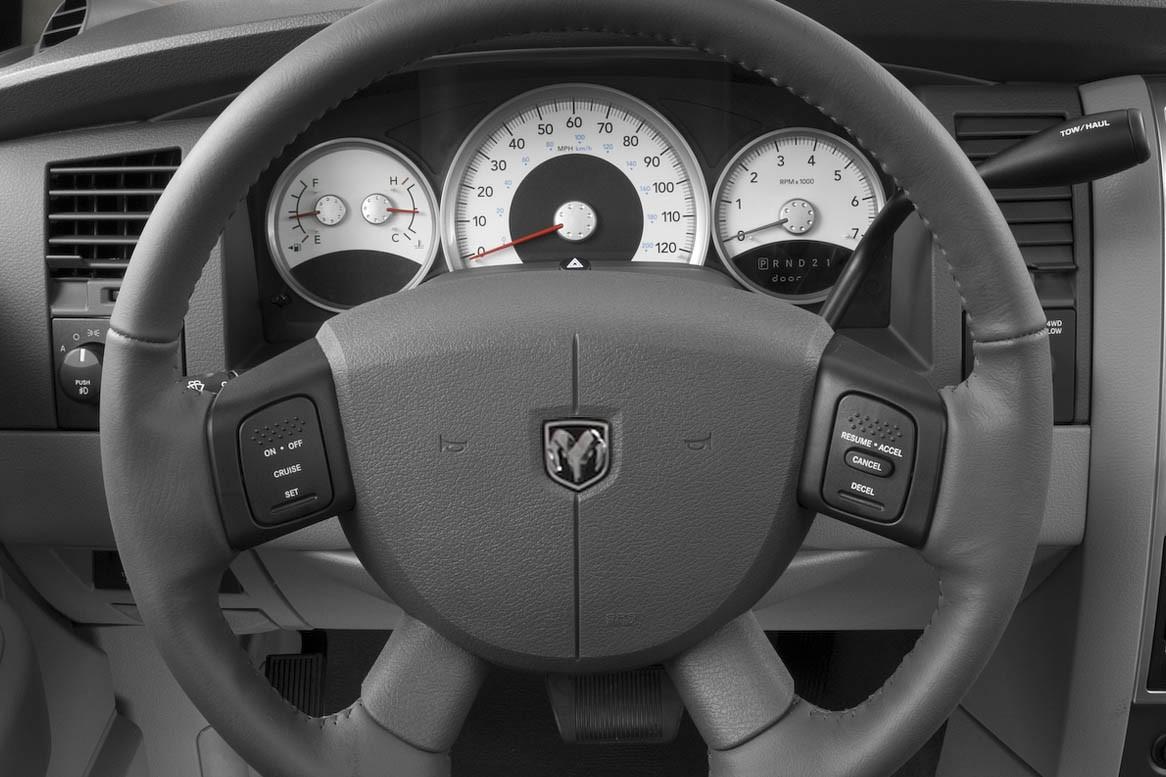 Вечно голодный: стоит ли покупать Dodge Durango ll за 700 тысяч рублей