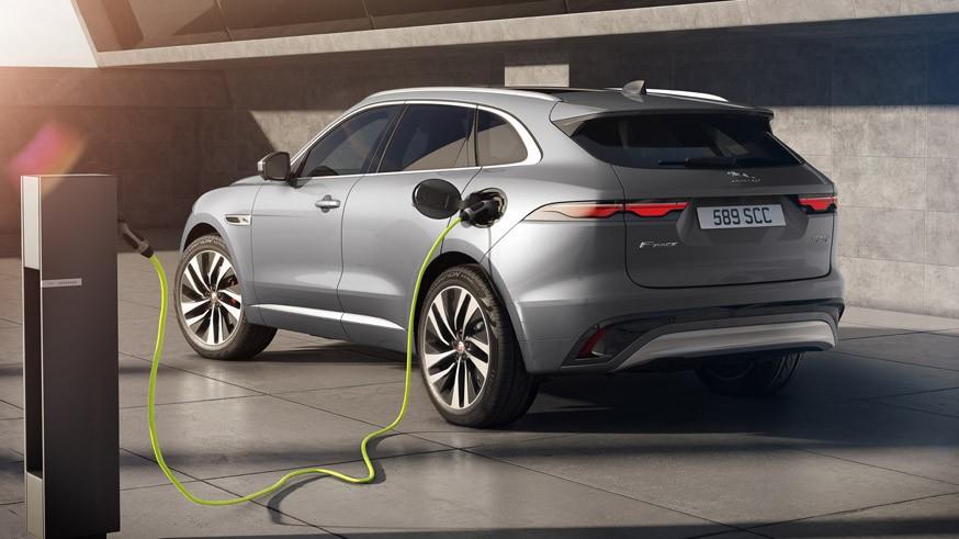 Jaguar обновил F-Pace: другой салон, только «автомат» и пересмотренная моторная гамма