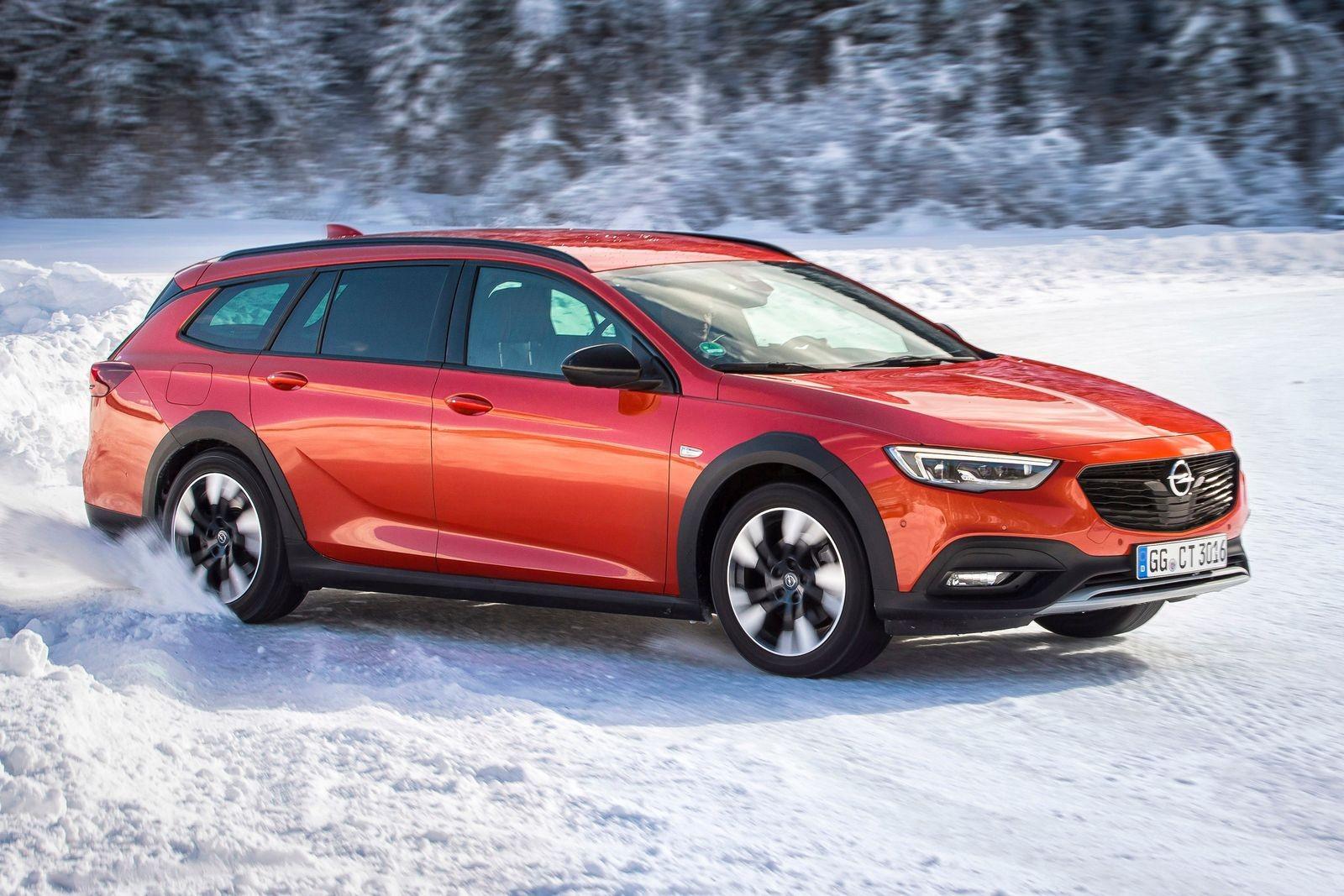 Полноприводный кросс-универсал Opel Insignia Country Tourer мы в России, к сожалению, никогда не увидим.