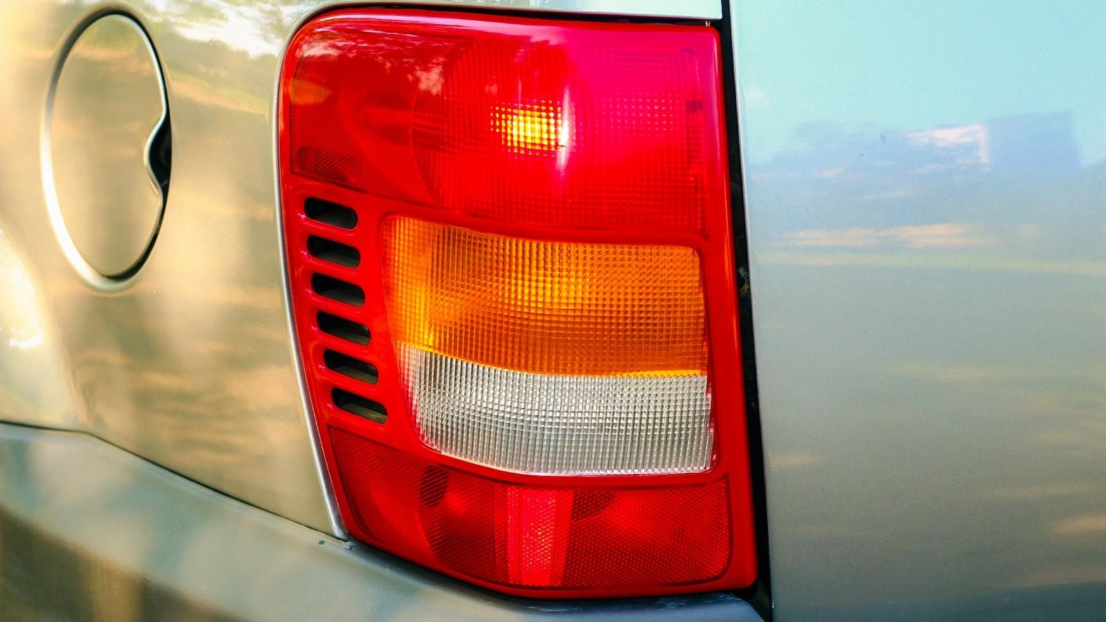 Jeep Grand Cherokee WJ фонарь