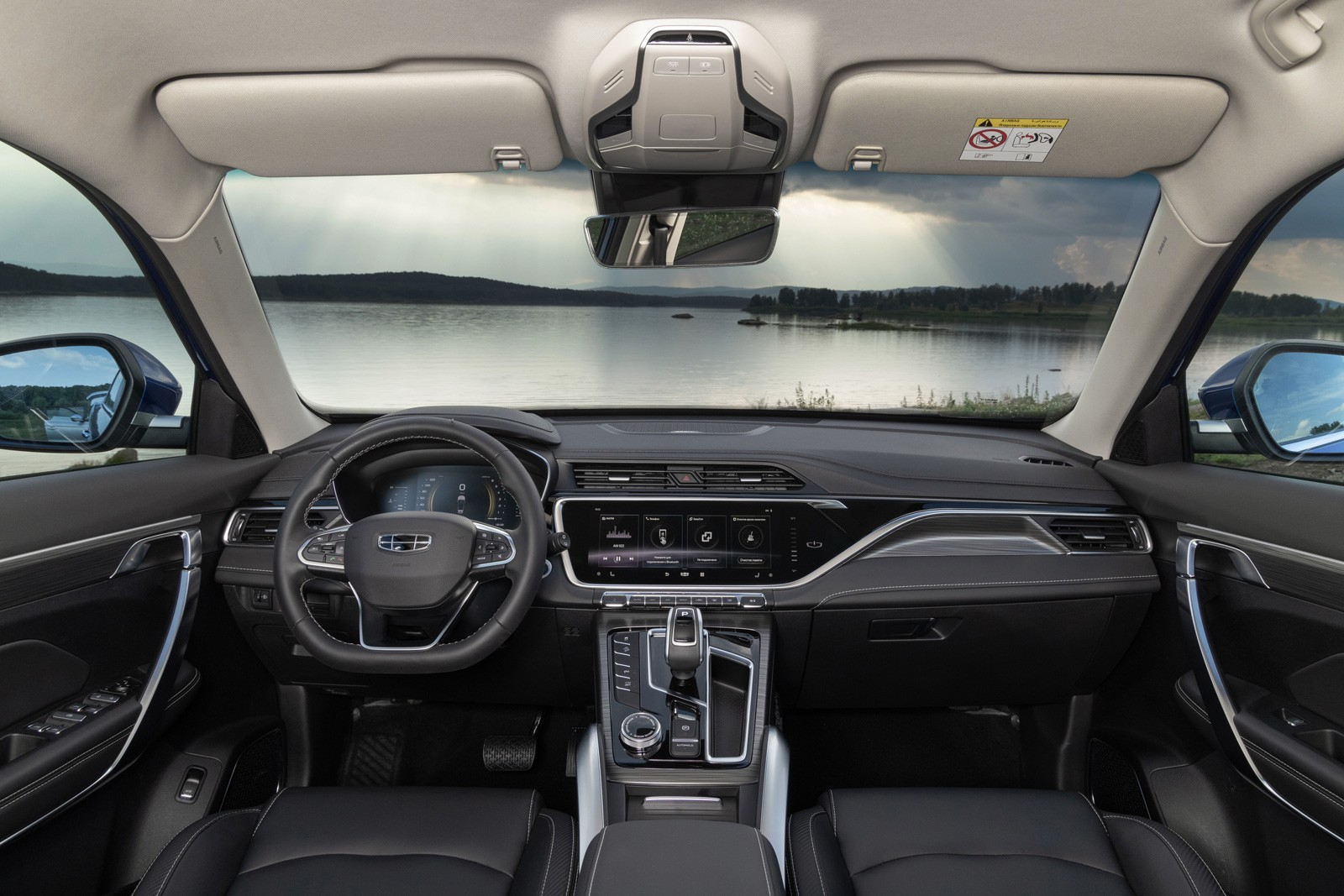 Три цилиндра от Volvo, гибрид и сложности с подключением айфона: тест Geely Atlas Pro