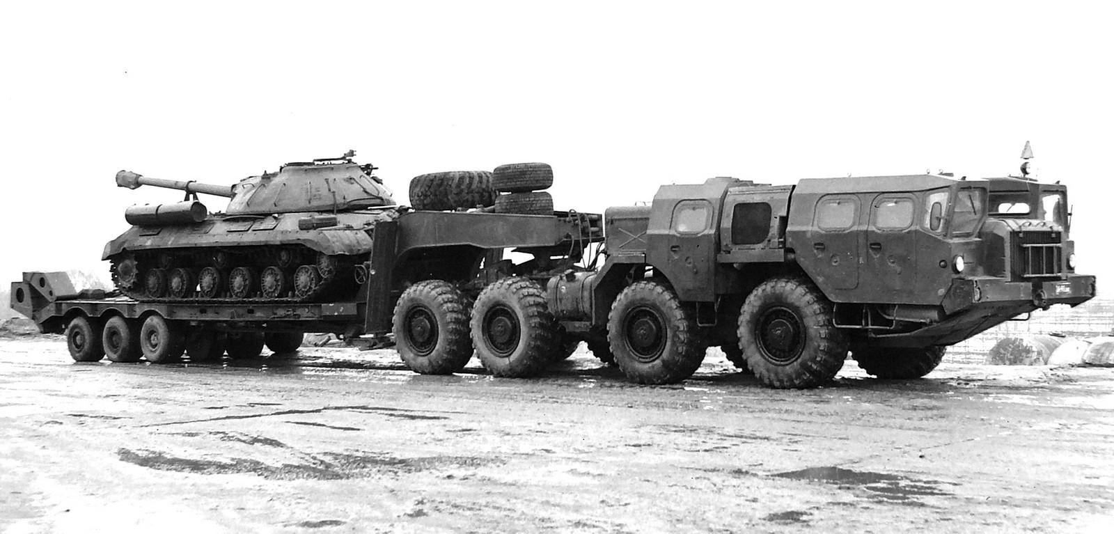 МАЗ-74101 «Оплот-Т» с кабиной боевого расчета и полуприцепом МАЗ-796