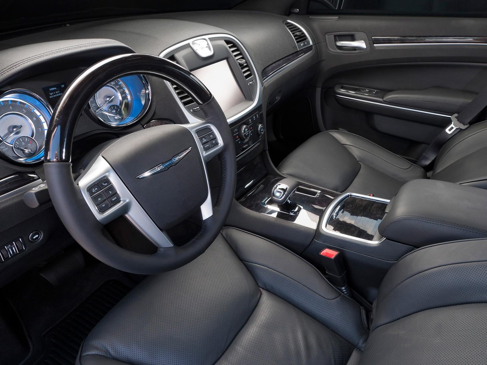 Еще харизматичный, еще не гнилой: стоит ли покупать Chrysler 300C II за 1,3 миллиона рублей