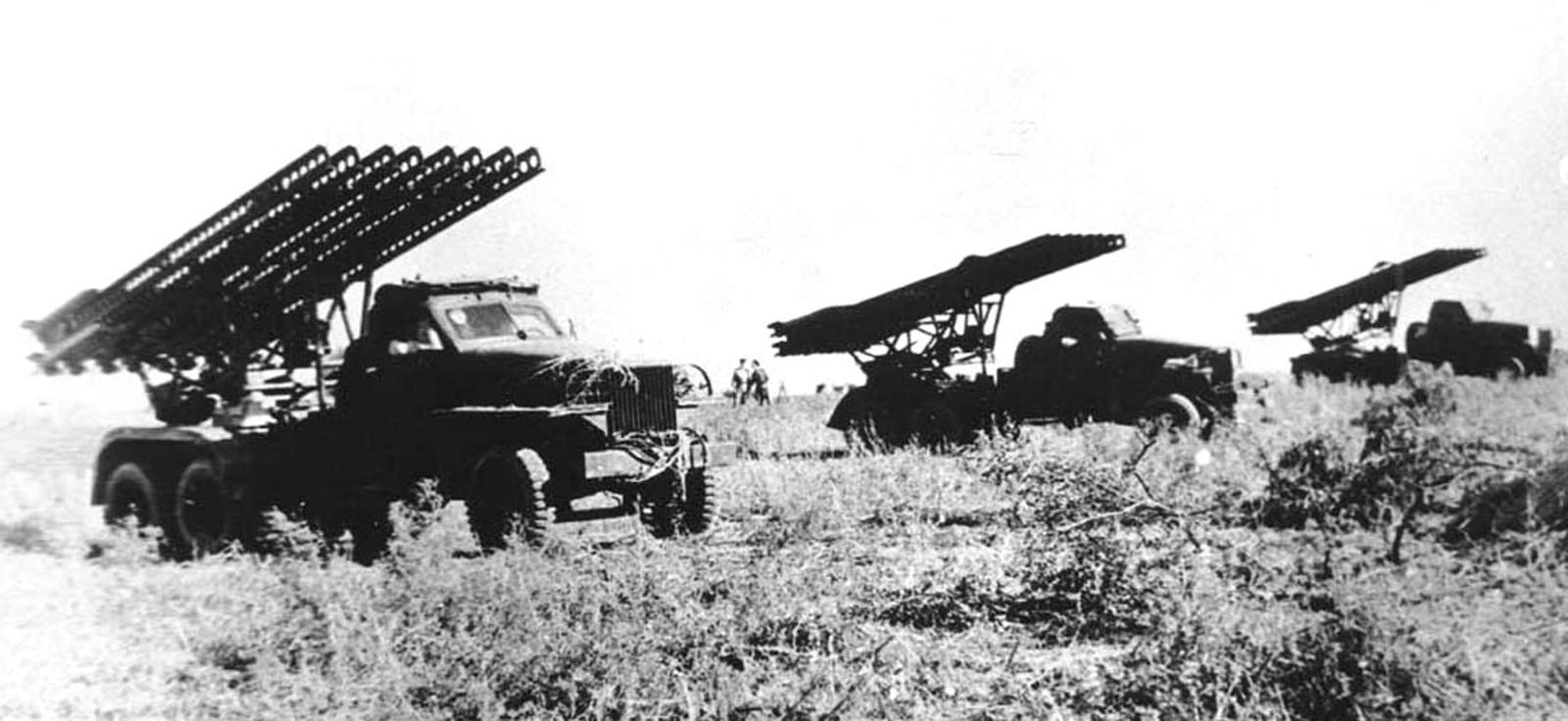 Дивизион боевых машин БМ-13 на автомобилях Studebaker US6-U7