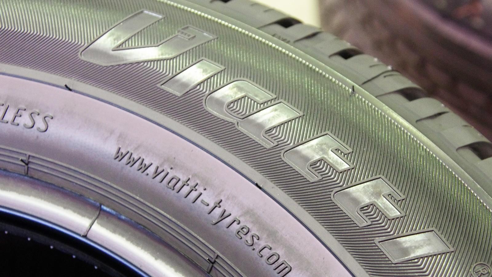 Маркировка шины размера 215/55 R17 94V V-130