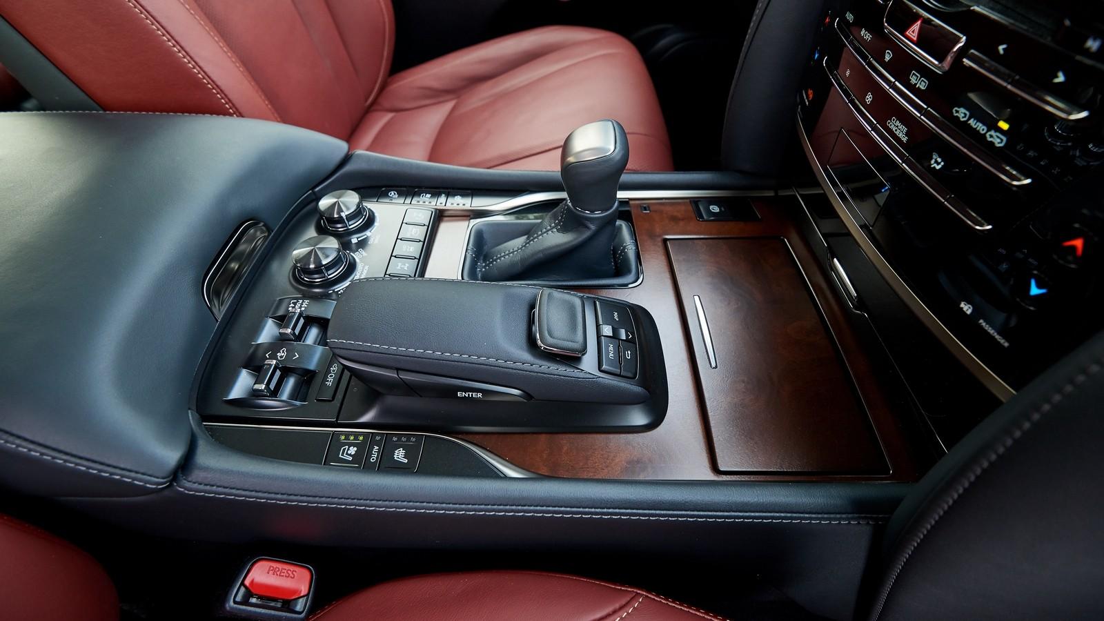 Lexus_LX_450D_090