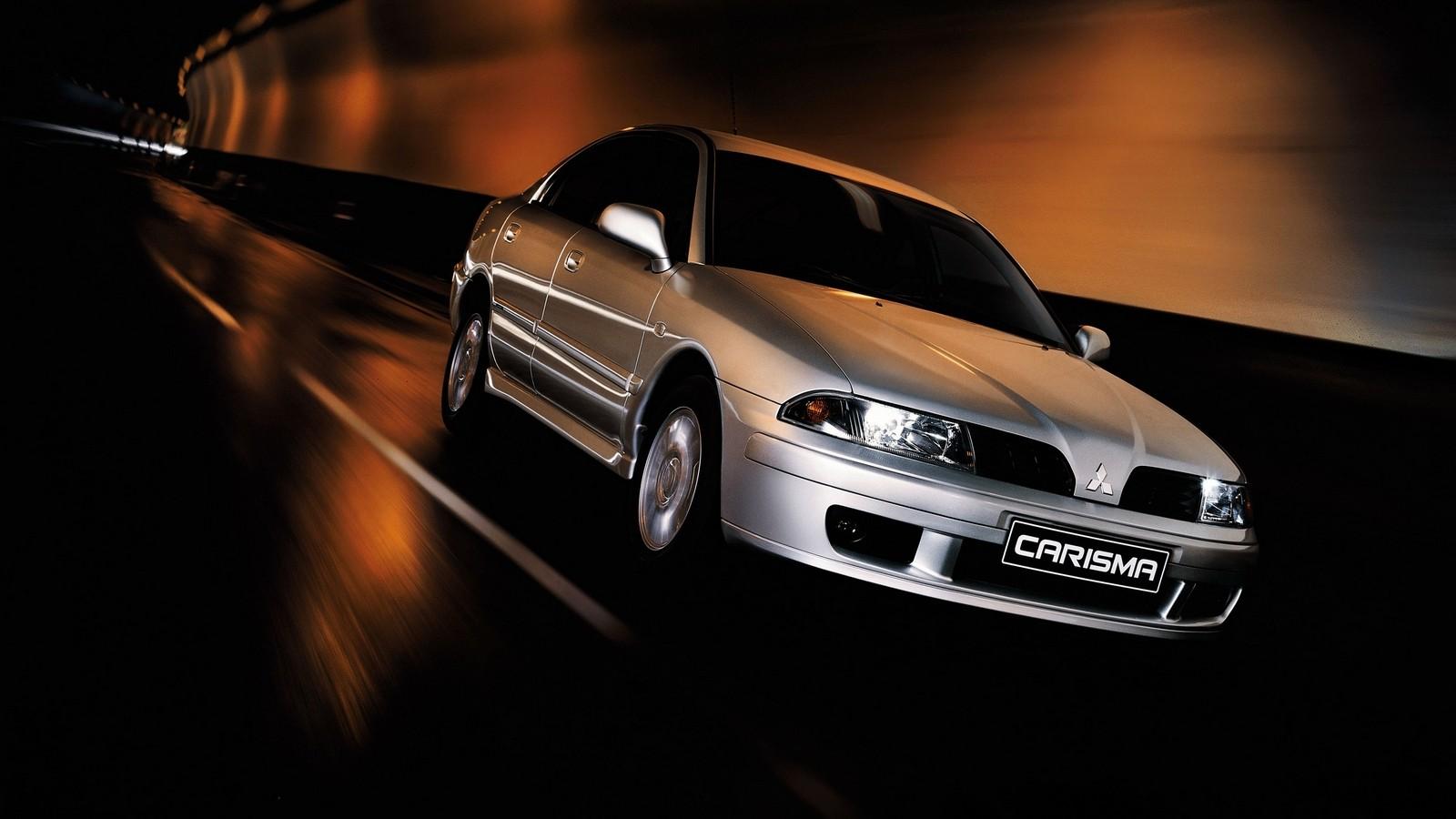 На фото: Mitsubishi Carisma 5-door '1999–2004
