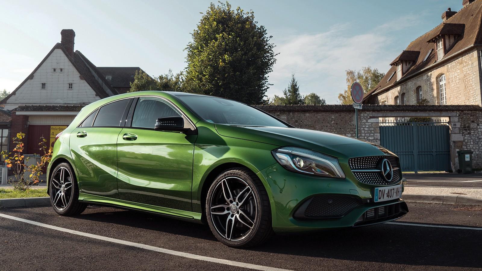 На фото: Mercedes-Benz A 200 d AMG Line