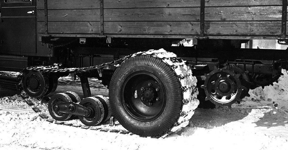 Упрощенный движитель ЗИС-33 с фрикционным приводом гусениц от колес автомобиля
