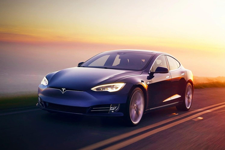 Кандидат на премию Дарвина: водитель Tesla Model S спал на скорости 150 км/ч