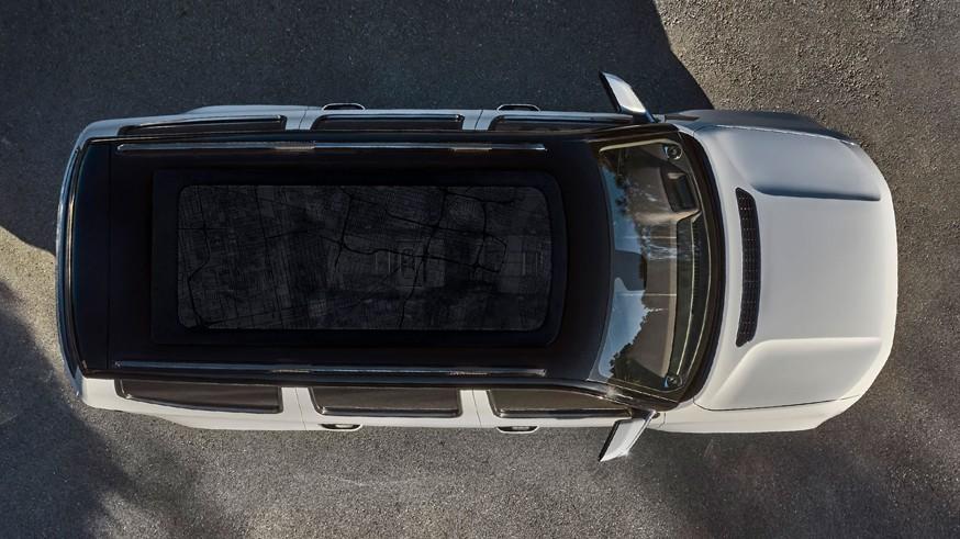 В ожидании дебюта: Jeep показал внедорожник Grand Wagoneer на новых фото