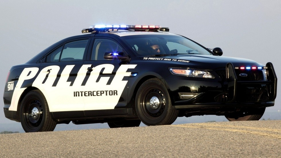 2010 ford police interceptor вид три четверти